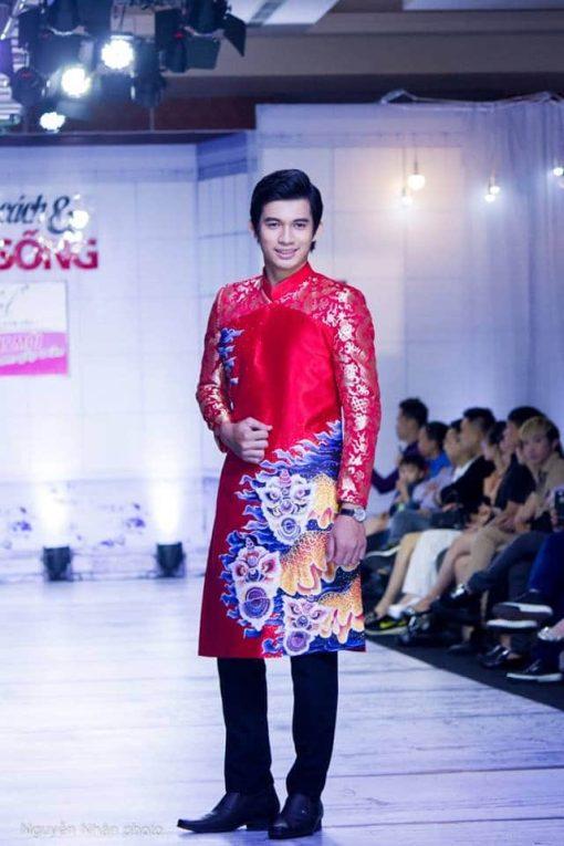 Áo dài nam cách tân đỏ họa tiết long lân sang trọng