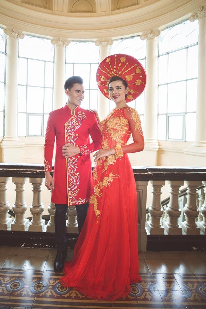 Áo dài nam cách tân đỏ họa tiết nổi bật