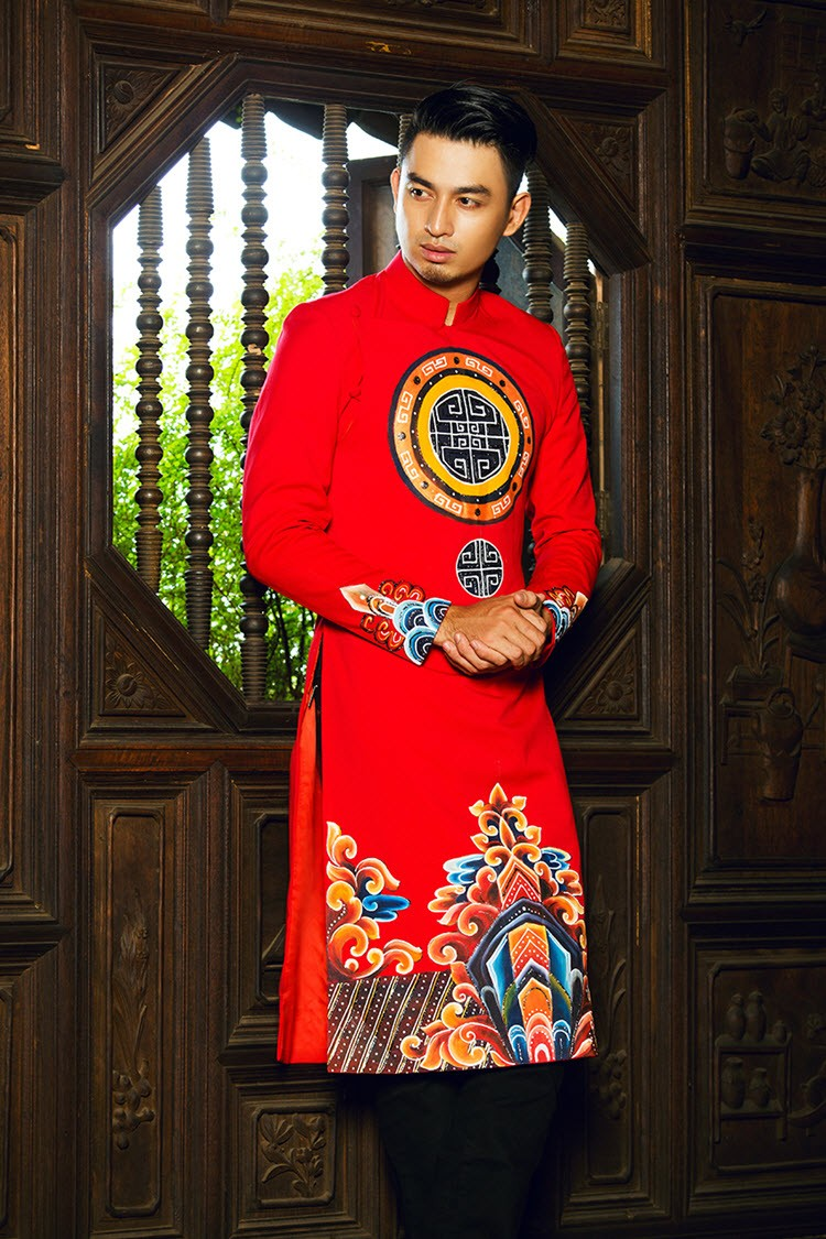 Áo dài nam đỏ sang trọng vẽ họa tiết