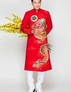 Áo dài nam đỏ sang trọng với họa tiết rồng