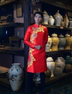 Áo dài nam đỏ vẽ họa tiết vàng độc lạ