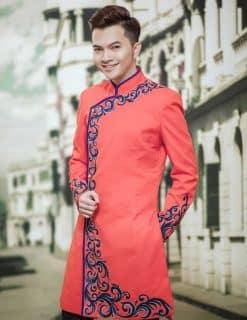 Áo dài nam cách tân màu cam vẽ hoa văn độc lạ