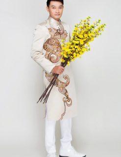 Áo dài nam trắng sang trọng với họa tiết độc lạ
