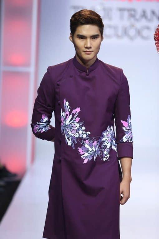 Áo dài nam tím vẽ họa tiết hoa cách điệu