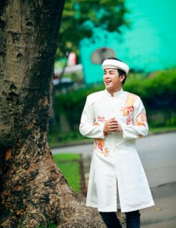 Áo dài nam trắng họa tiết rồng mạnh mẽ