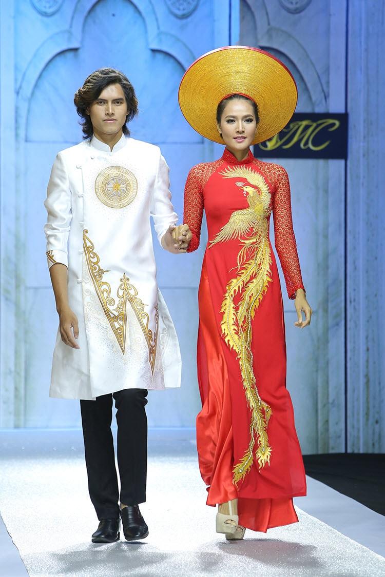 Áo dài nam trắng họa tiết vàng cổ điển