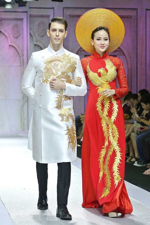 Áo dài nam trắng sang trọng với rồng vàng