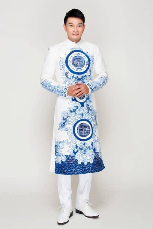 Áo dài nam cách tân trắng vẽ họa tiết cung đình