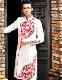 Áo dài nam trắng vẽ họa tiết đỏ ấn tượng
