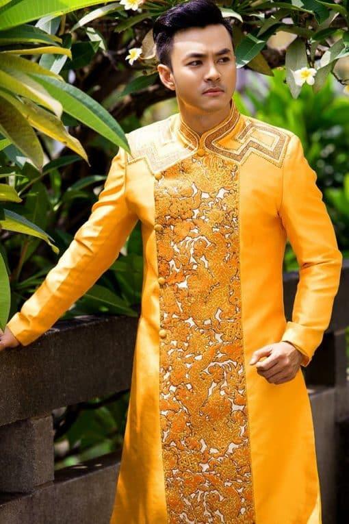 Áo dài nam cách tân vàng họa tiết rồng nổi bật