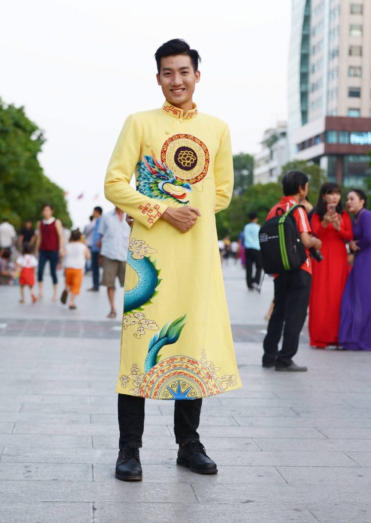 Áo dài nam cách tân vàng họa tiết rồng truyền thống