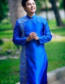 Áo dài nam cách tân xanh dương trẻ trung hiện đại