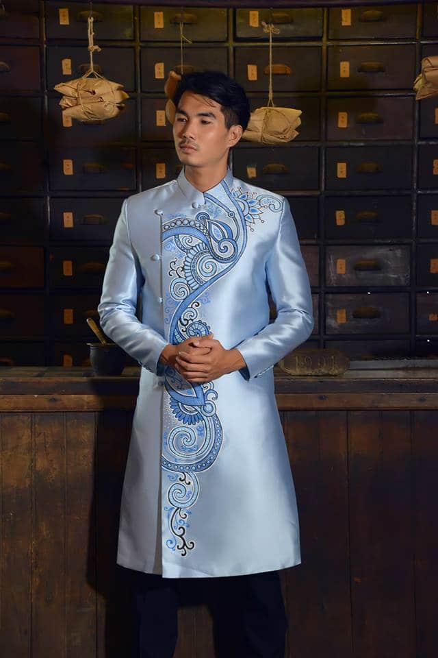 Áo dài nam xanh ghi vẽ họa tiết nổi bật