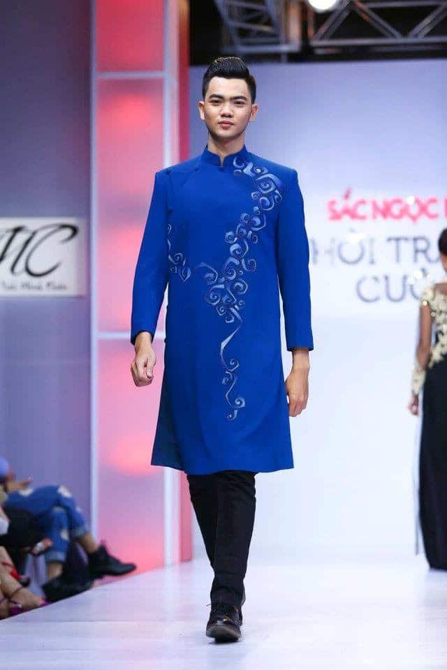 Áo dài nam cách tân xanh họa tiết đơn giản lạ mắt