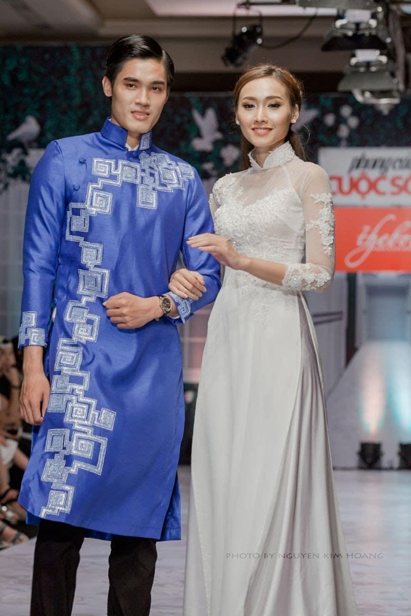 Áo dài nam cách tân xanh họa tiết lập thể cổ điển