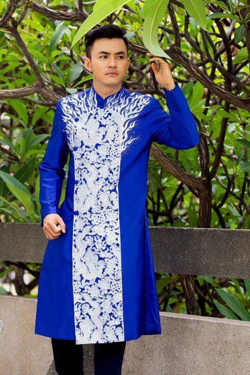 Áo dài nam cách tân xanh họa tiết trắng lịch lãm
