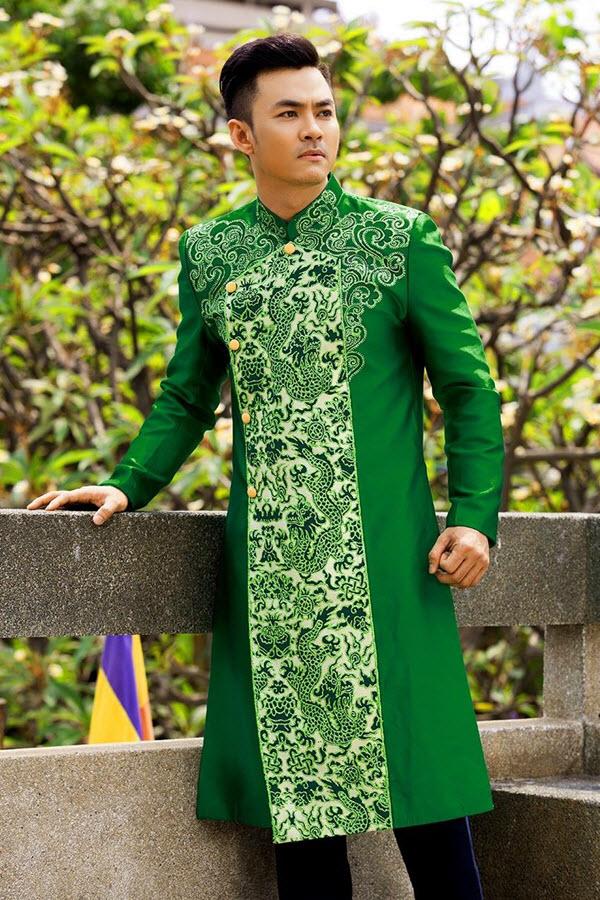 Áo dài nam cách tân xanh lá nam tính với họa tiết rồng
