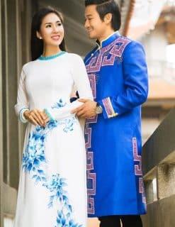Áo dài nam cách tân xanh vẽ họa tiết tím cổ điển