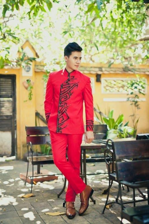 Áo dài nam đỏ họa tiết sang trọng quý phái
