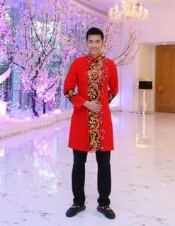 Áo dài nam cách tân đỏ hoa văn vàng cầu kỳ nội bật