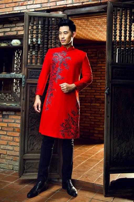 Áo dài nam cách tân đỏ vẽ họa tiết đen nổi bật
