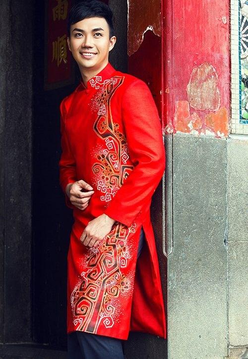 Áo dài nam cách tân đỏ vẽ họa tiết lập thể cách điệu