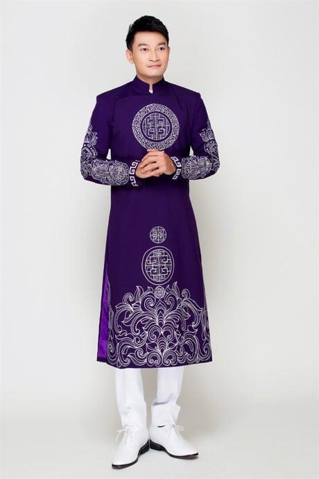 Áo dài nam tím trẻ trung với họa tiết truyền thống