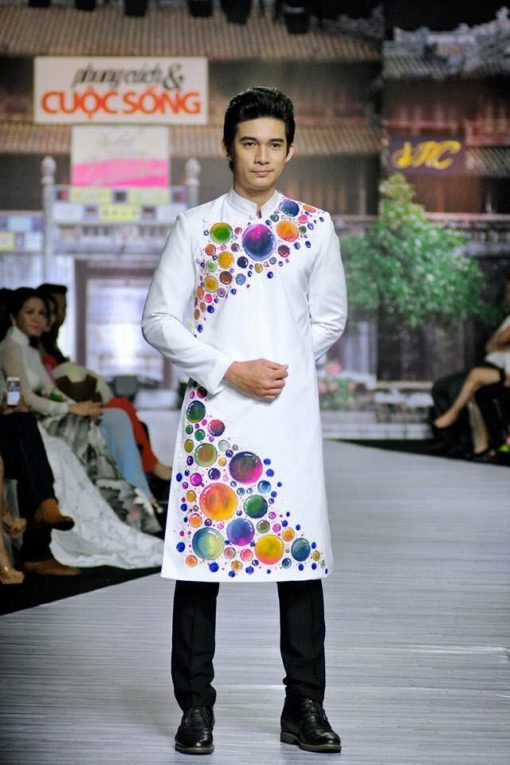 Áo dài nam cách tân trắng họa tiết tròn nhiều màu sắc
