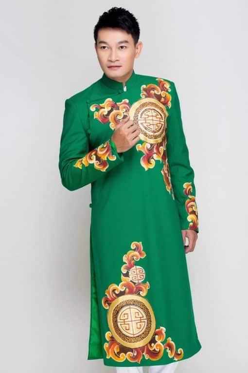 Áo dài nam cách tân xanh lá họa tiết cam nổi bật