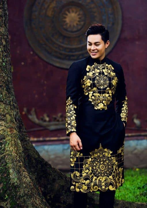 Áo dài nam cách tân đen họa tiết vàng đồng cổ điển