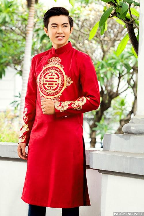 Áo dài nam cách tân đỏ họa tiết cổ truyền nổi bật