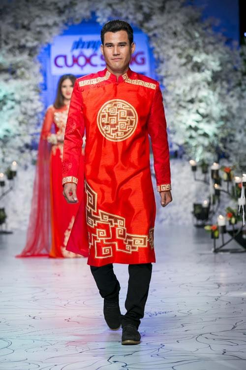 Áo dài nam cách tân đỏ họa tiết sang trọng