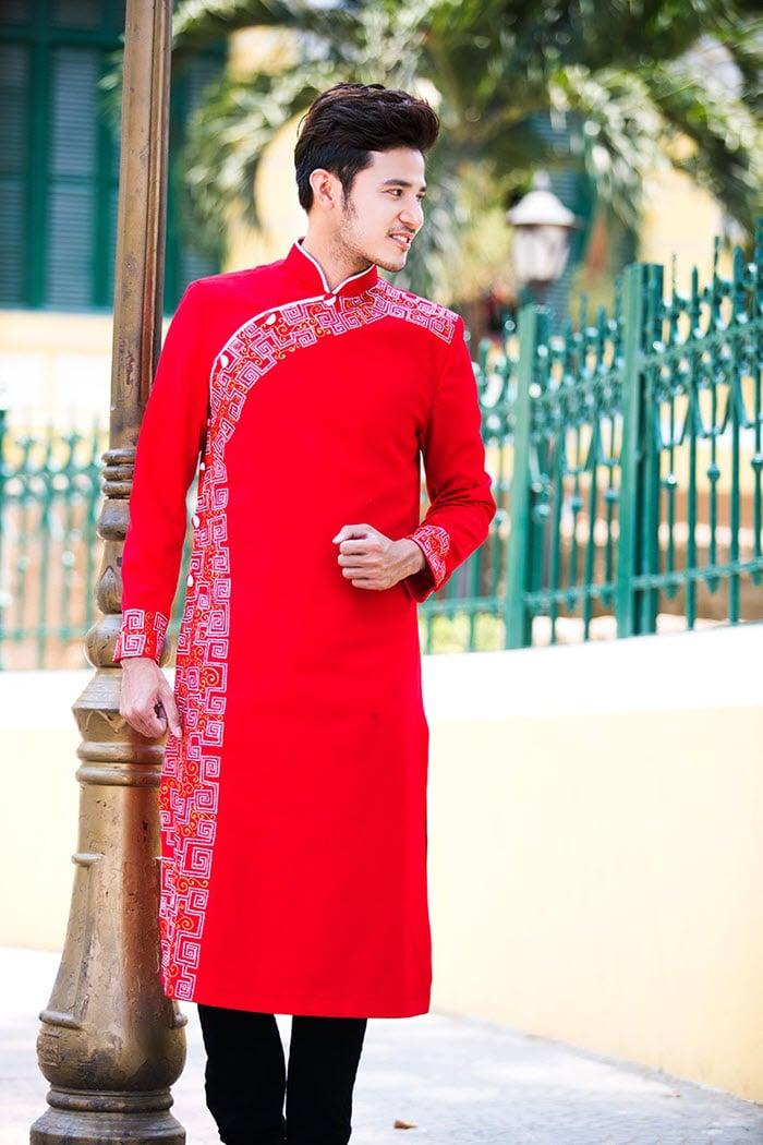 Áo dài nam cách tân đỏ họa tiết viền đơn giản
