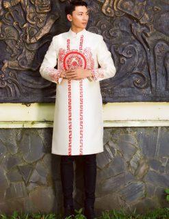 Áo dài nam cách tân trắng vẽ họa tiết đỏ quý phái