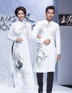 Áo dài nam cách tân trắng vẽ họa tiết về tình mẹ