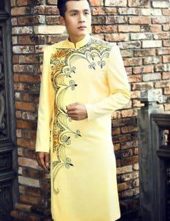 Áo dài nam cách tân vàng viền vẽ họa tiết độc lạ