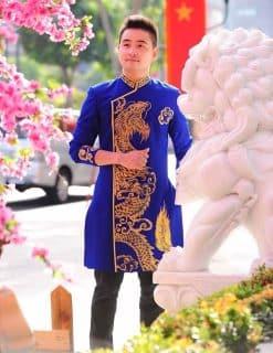 Áo dài nam cách tân xanh họa tiết rồng nổi bật
