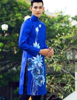 Áo dài nam cách tân xanh vẽ hoa sen ấn tượng