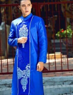 Áo dài nam cách tân xanh vẽ họa tiết dân gian ấn tượng