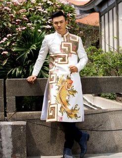 Áo dài nam trắng vẽ cá chép vàng may mắn