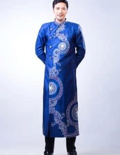 Áo dài nam cách tân xanh họa tiết dân gian ấn tượng