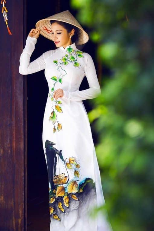 Áo dài trắng vẽ hình ảnh người mẹ Việt