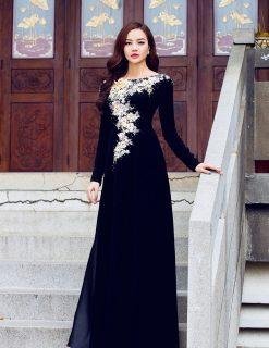 Áo dài bà sui đen đắp hoa ren ánh kim nổi bật