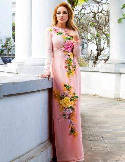 Áo dài bà sui hồng vẽ hoa nở khoe sắc