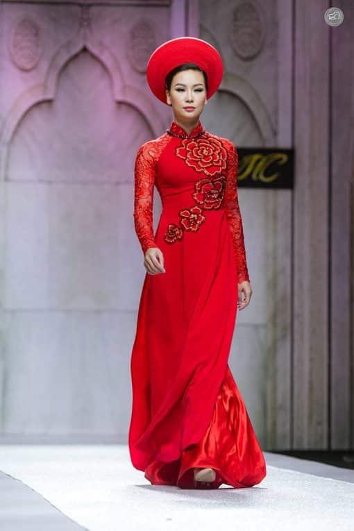 Áo dài nữ cưới đỏ họa tiết hoa hồng hút mắt