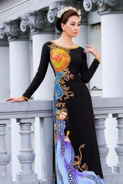 Áo dài nữ màu đen vẽ họa tiết ấn tượng