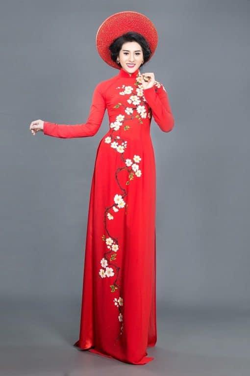 Áo dài nữ đỏ vẽ hoa mai mềm mại