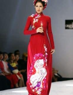 Áo dài nữ đỏ vẽ họa tiết về tình mẹ