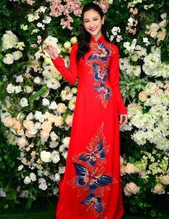 Áo dài nữ đỏ vẽ đàn bướm hoa nổi bật