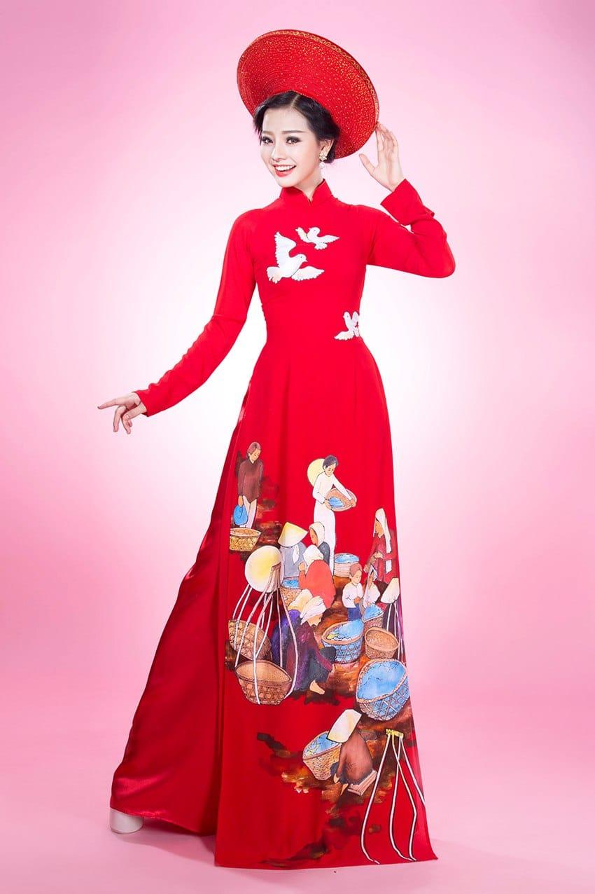 Áo dài nữ đỏ vẽ họa tiết quê hương
